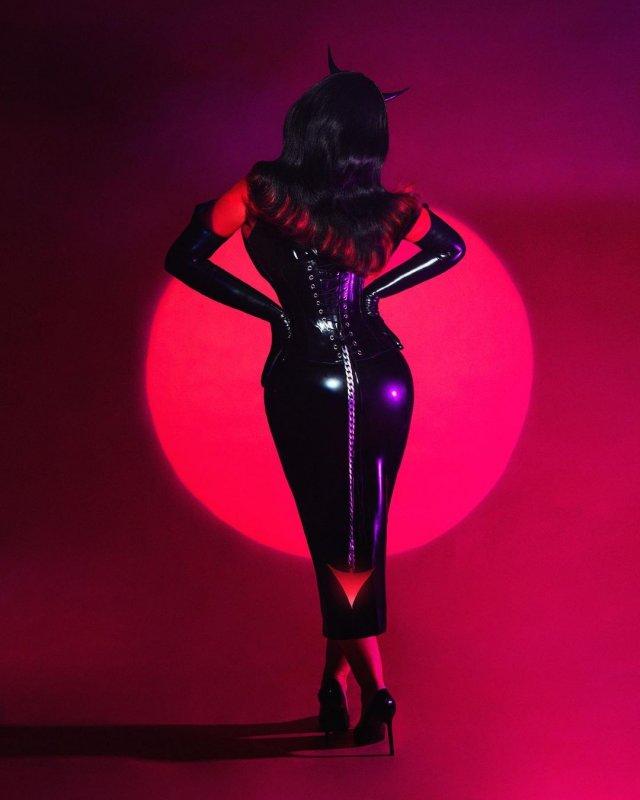 Кристина Агилера в черном латексе
