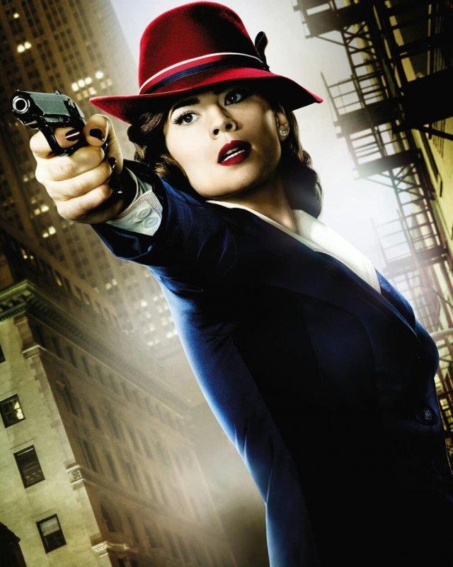 Хейли Этвелл в роли агента картер
