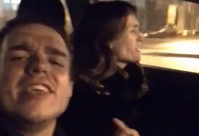 Парень и девушка за рулем