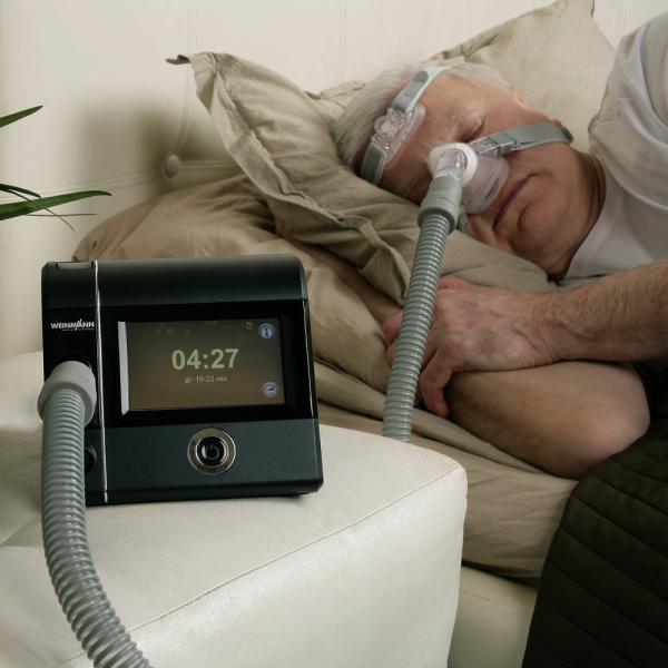 Аппарат лечит ночное апноэ - остановку дыхания во сне.