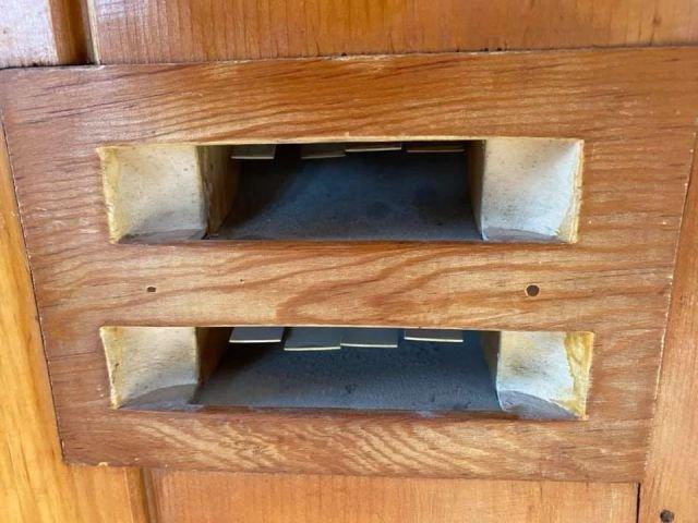 Заметил, что в старых домах в гостиных есть такие странные отверстия