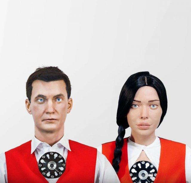 """""""роботы-коллеги"""" Алекс и Даша, которые будут встречать людей в МФЦ"""