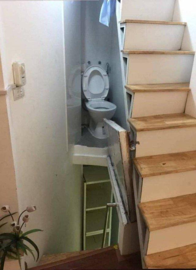 Туалет на лестнице