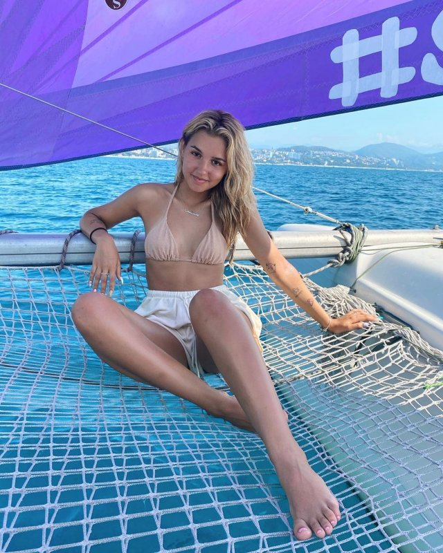 Ева Миллер - 17-летняя звезда TikTok на яхте