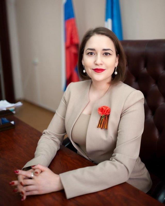Ирина Высоких: чиновница, которую якутский депутат обвинил в слишком глубоком декольте