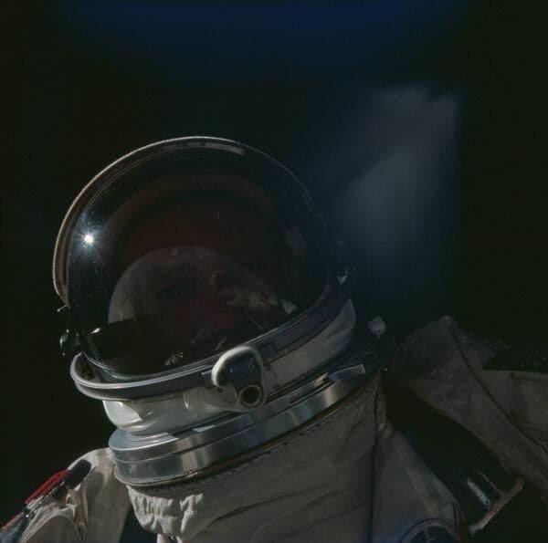 В космосе, 1966 год.