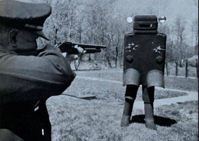 Бронекостюм, который проходил испытания в США в 1958 году.