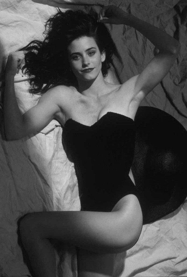 Кортни Кокс — американская актриса кино и телевидения, кинорежиссёр и кинопродюсер, 90-ые.