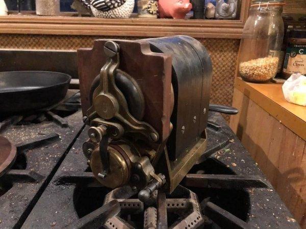 старая магнитная система зажигания автомобиля