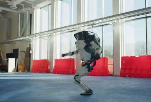Boston Dynamics показали забавных танцующих роботов
