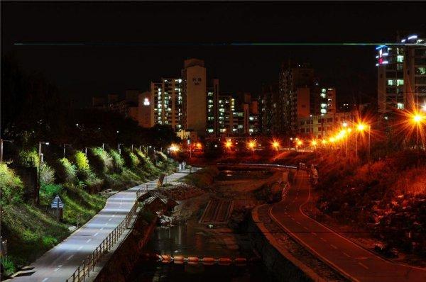 Освещение улиц LED и обычными лампочками