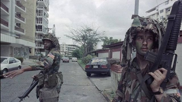 Американские солдаты в Панаме во время операции Just Cause, 1989 год.