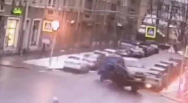 """Эвакуартор из Санкт-Петербурга, который """"потерял"""" машину во время работы"""