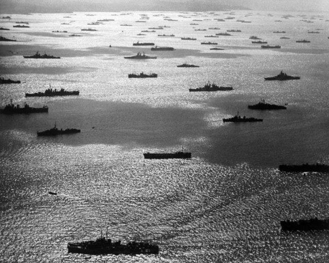 Тихоокеанская эскадра США во время операции по отвоевыванию у Японии Маршалловых островов, 1944 год.