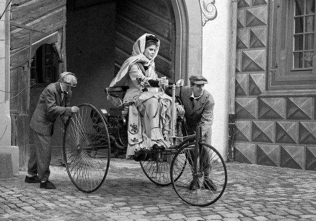 Берта Бенц - самая первая в мире женщина за рулём. 1888 год