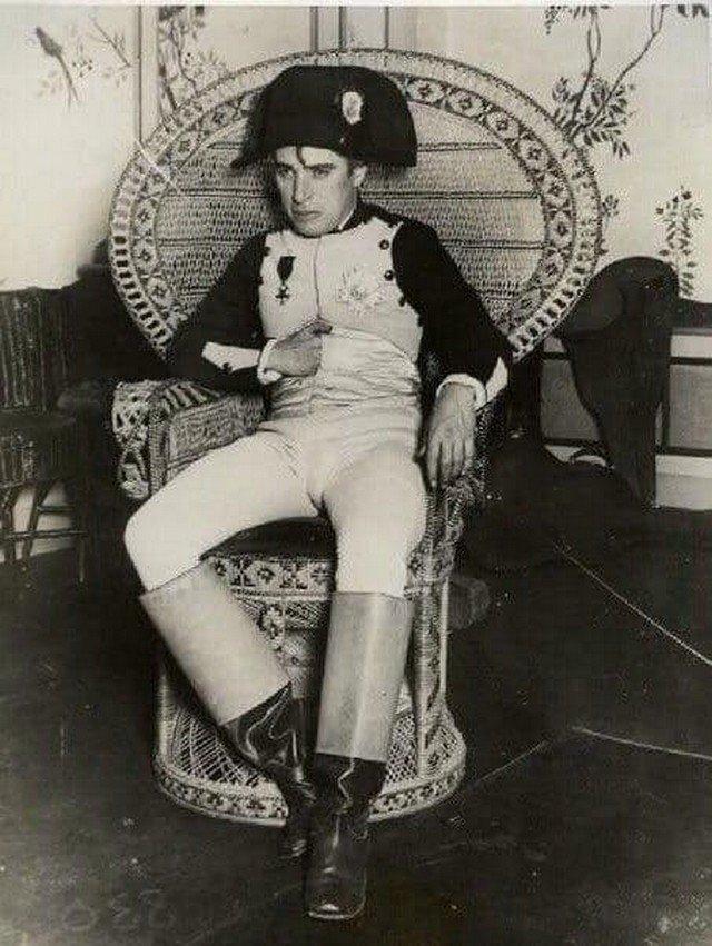 Чарли Чаплин на костюмированной вечеринке, 1925 год