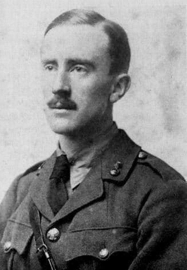 Джон Толкиен, автор Хоббитов и Властелина колец, 1916 год
