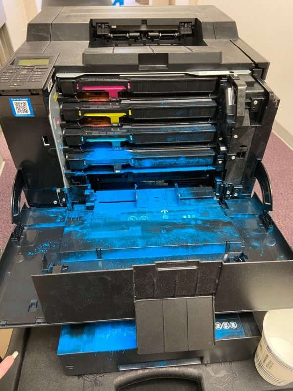 Что-то не так с принтером в лаборатории …