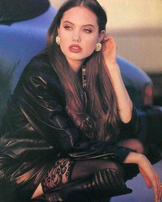 Анджелина Джоли, 1992 год.