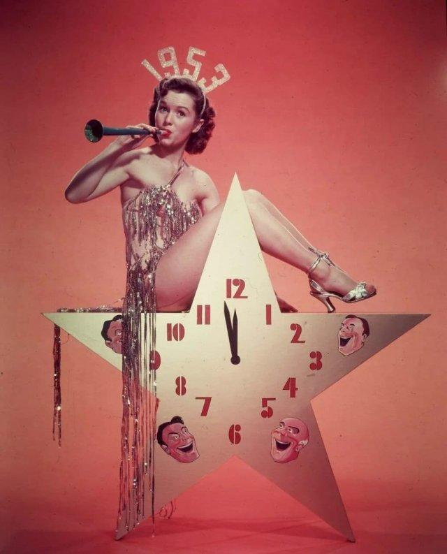 Дебби Рейнольдс в откровенном костюме 1953 год.