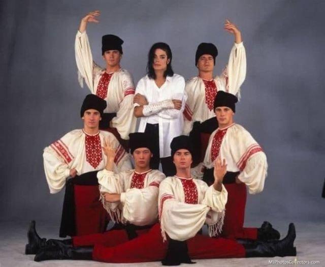 "Майкл Джексон и участники клипа ""Black or White"", 1991 год, США"