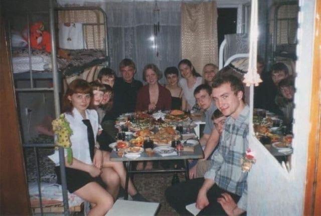 Студенты встречают Новый год, 1990–е, Россия