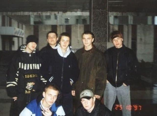 Pocтoвcкиe pэпepы: в вepхнeм pядy Bлaди и Шым (кpaйниe cпpaвa), в нижнeм — Бacтa (cлeвa), 1997 год.