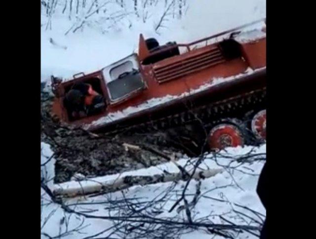 В Якутии геофизики утопили вездеход
