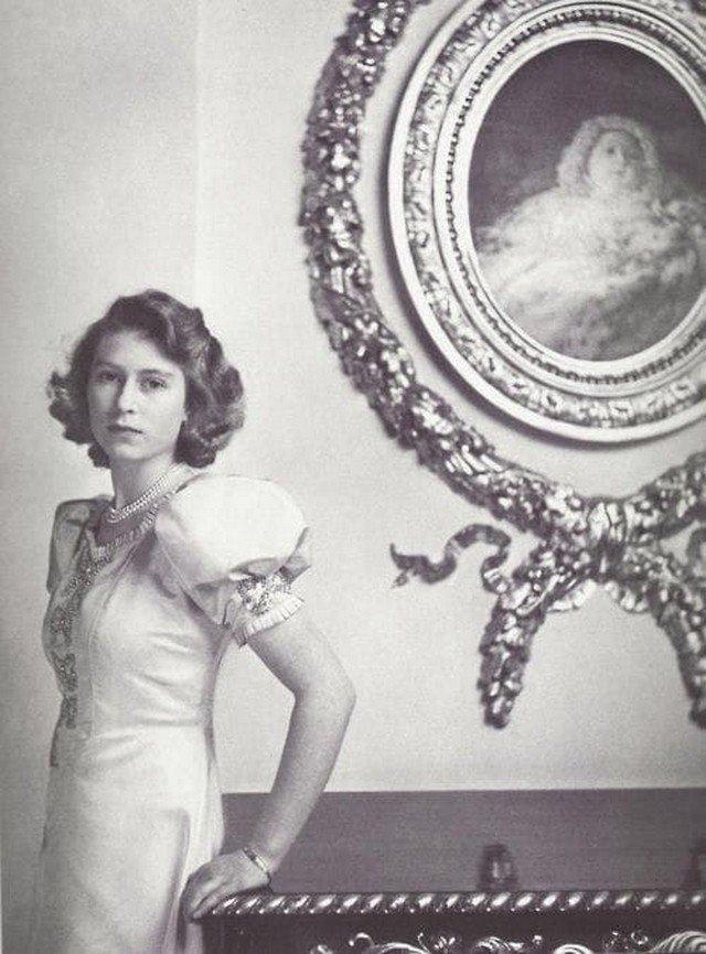 Молодая принцесса Елизавета (в будущем королева Великобритании), 1942 г.