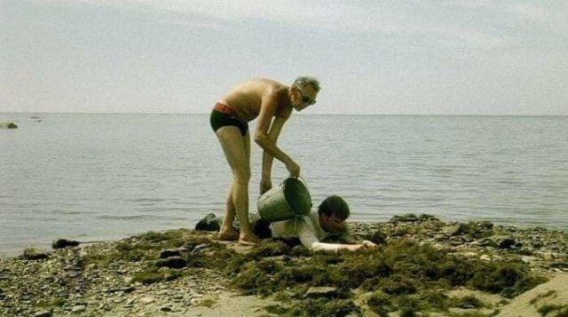 Леонид Гайдай готовит Андрея Миронова к съемкам в знаменитой сцене в фильме «Бриллиантовая рука», Сочи, 1968 год.