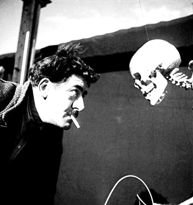 Оскар Домингес и его необычная инсталляция. Париж, 1950 год.
