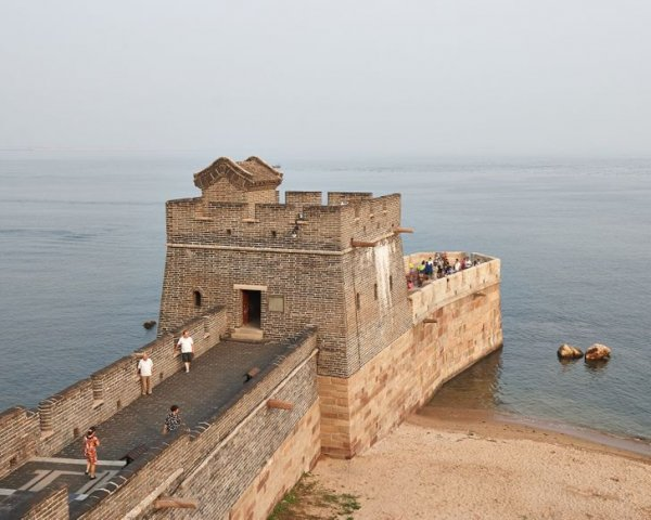 Так заканчивается 6 000-километровая Великая Китайская стена