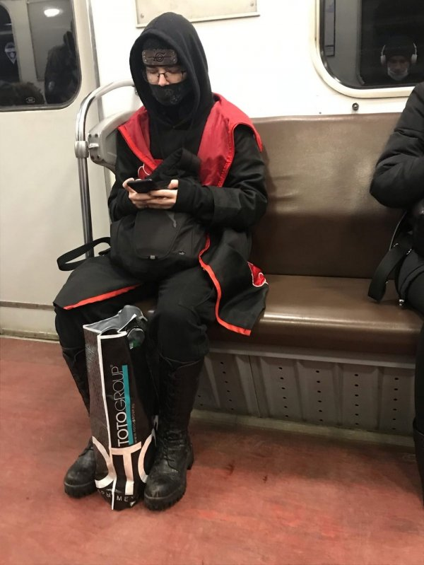 парень в костюме ниндзя