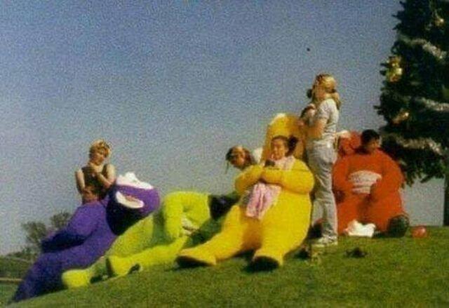 """Обед во время съемок очередного эпизода """"Телепузиков"""", 1997 год."""
