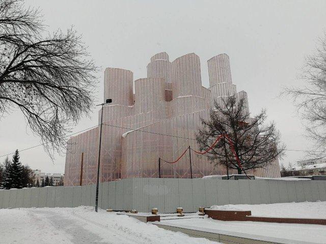 Дореволюционный храм Александра Невского в Челябинске закрыли на капитальную реконструкцию - выглядит как шедевр конструктивизма.
