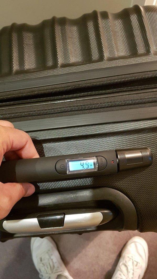 Чемодан, который измеряет свой вес
