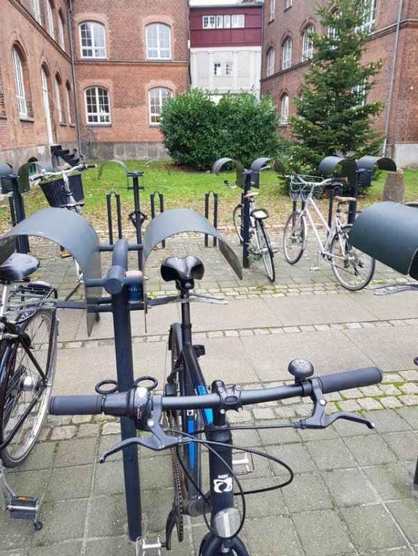 Крыши для велосипедов не позволяют сидению намокать