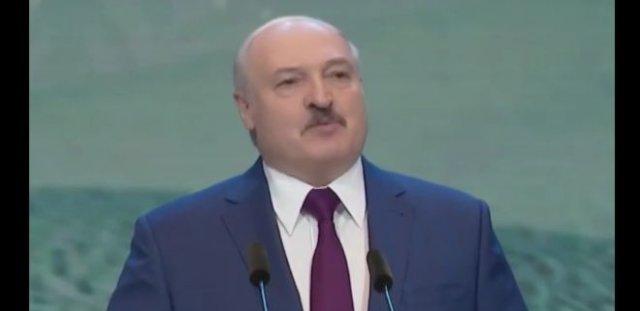 "Александр Лукашенко предсказал ""увядание Интернета"" и попросил не отказываться от телевидения"
