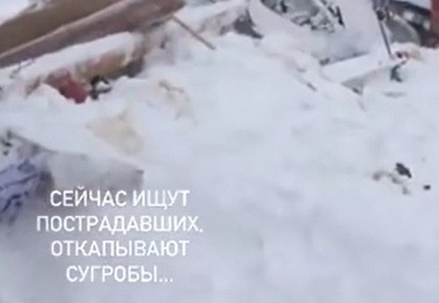 """В Карачаево-Черкесии лавина накрыла горнолыжную трассу """"Домбай"""""""