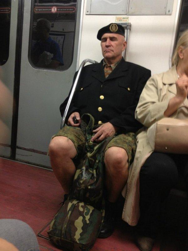 мужчина в камуфляже