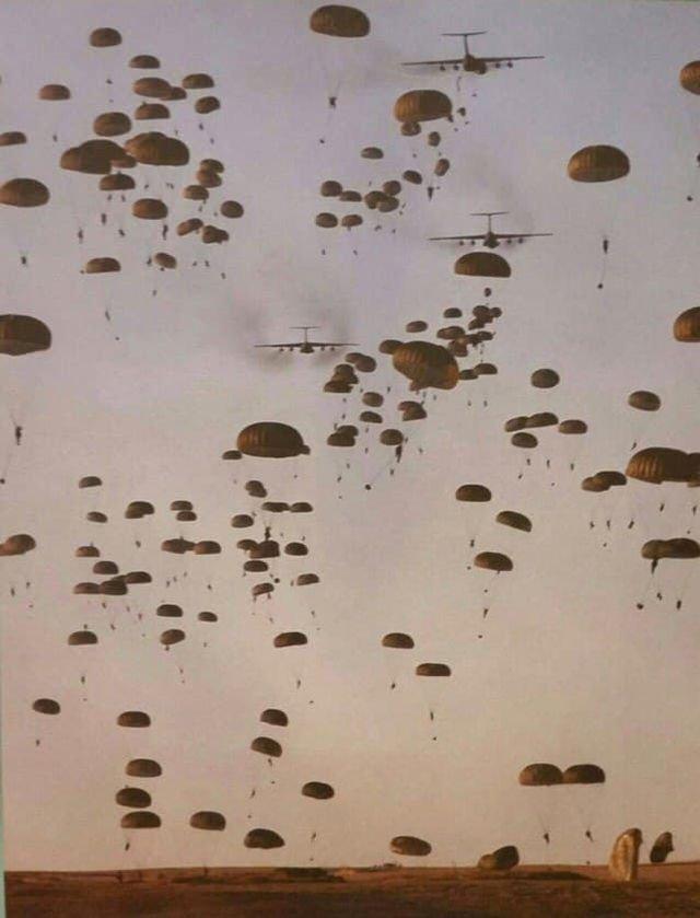 Высадка американских десантников во время вторжения в Панаму, 1989 год.