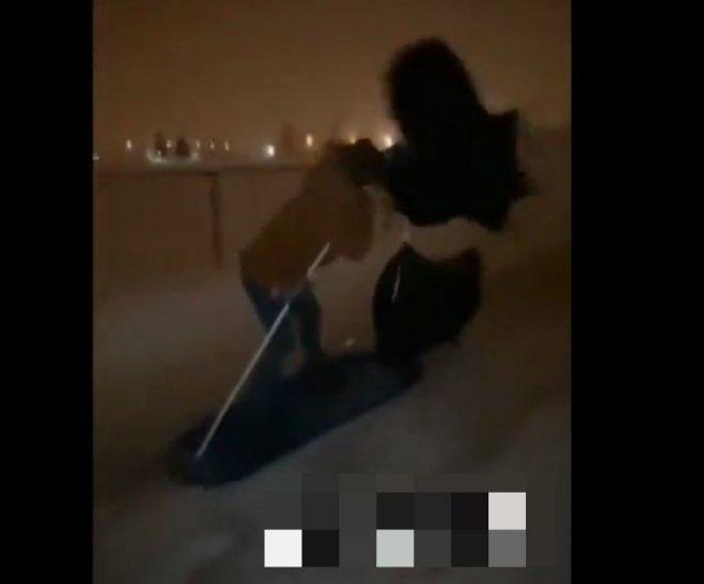 Транспортное средство из сноуборда и мусорных мешков