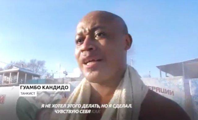 Парни из Анголы нырнули в прорубь