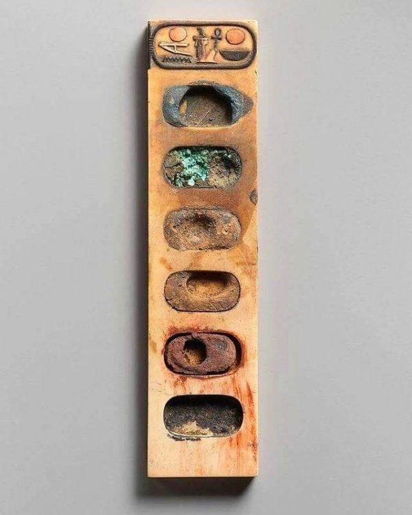 3400-летняя палитра красок из Древнего Египта