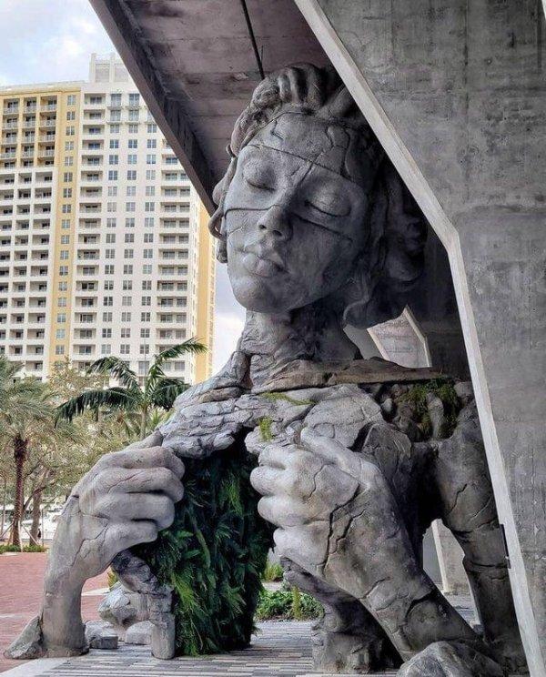 Скульптура «Процветание» во Флориде. Автор Дэниел Поппер