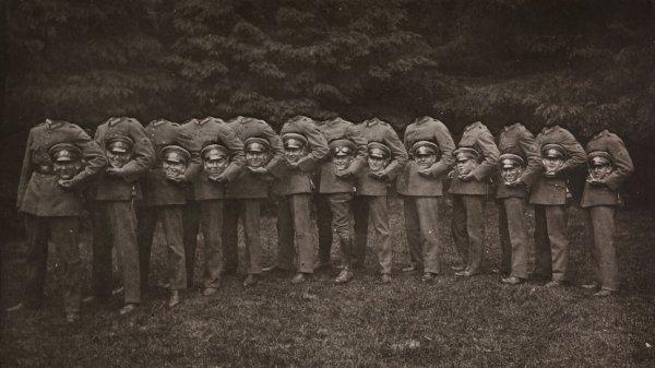 «Группа тринадцати обезглавленных солдат», неизвестный автор, 1910 год