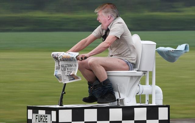 Дональд Трамп: лучшие шутки и мемы о работе президентом США