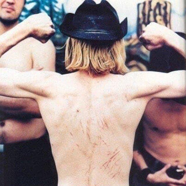 Курт Кобейн показывает, что Кортни Лав лучше всех в мире занимается любовью. Сиэтл, Вашингтон, июль 1993 года.