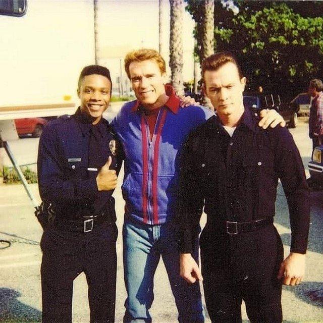 Декс Эллиот Сандерс, Арнольд Шварценеггер и Роберт Патрик на съёмках фильма «Последний киногерой», 1993 год.