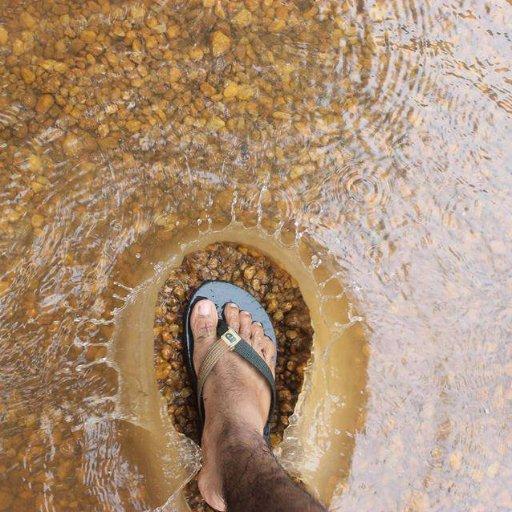 И вода расступилась перед ним